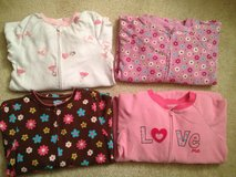 LIKE NEW 5T Carters Footed Pajamas 3 LEFT in Aurora, Illinois