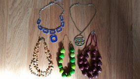 REDUCED: Pretty 5Pc Necklaces in St. Charles, Illinois